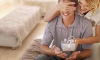 Що подарувати чоловікові на річницю цього року?