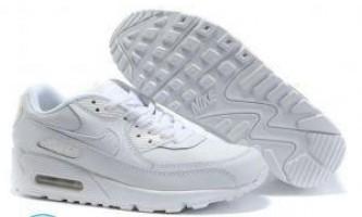 Як відмити білі кросівки від бруду?