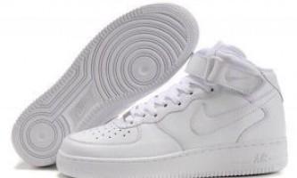 Як відмити білі кросівки?