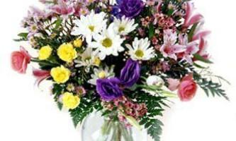 Як правильно доглядати за зрізаними квітами