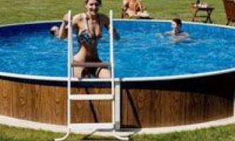 Як самостійно очистити воду в басейні