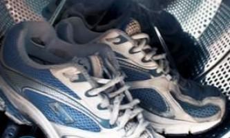 Як прати взуття в пральній машинці?