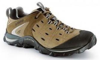 Як заклеїти кросівки?